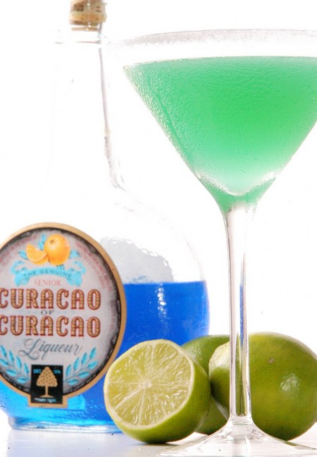 Rum and curacao cocktail recipe island taxi for Cocktail curacao