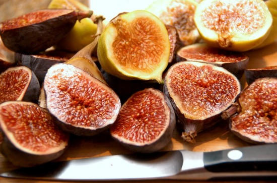 fresh figs for fig jam | white on rice couple