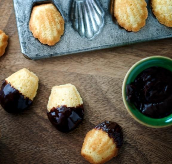 madeleines w/ chocolate sauce