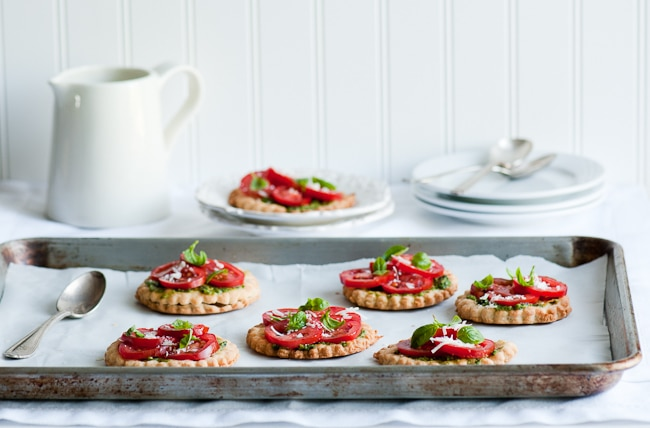 Fresh Tomato Tarts from WhiteOnRiceCouple.com