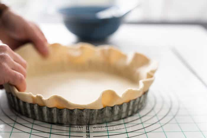 How to Blind Bake Pie Crust @WhiteOnRice