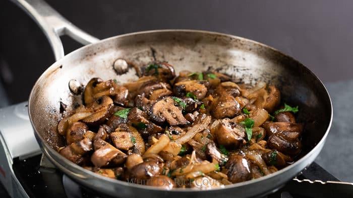 Garlic Butter Mushrooms Recipe with white wine   @whiteonrice