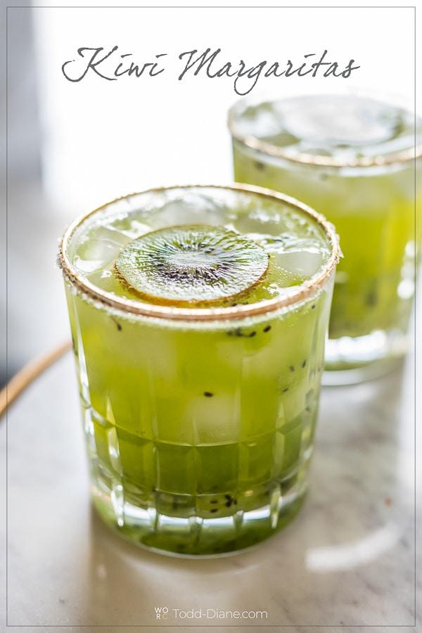 Receta de kiwi Margarita y receta fácil de cóctel de kiwi - WhiteOnRiceCouple.com