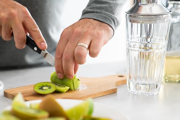 Slice kiwi