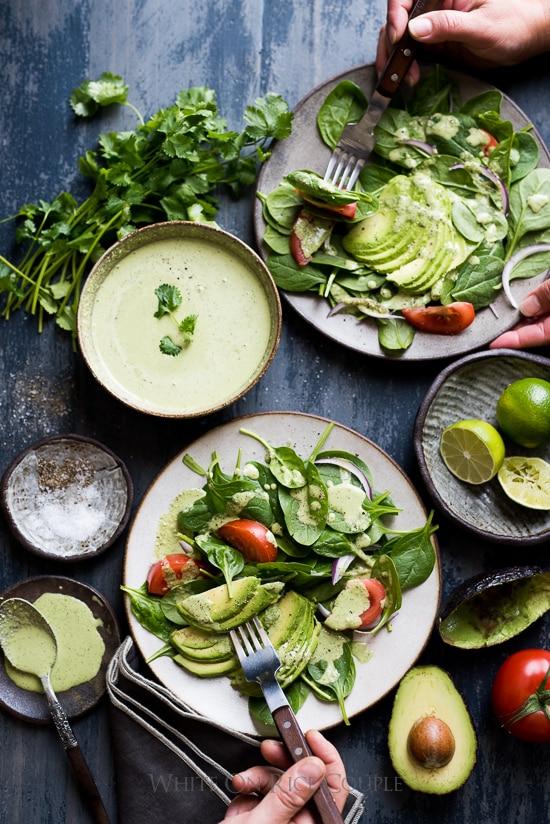 Ensalada de aguacate y espinacas con aderezo cremoso de cilantro |  @blanco