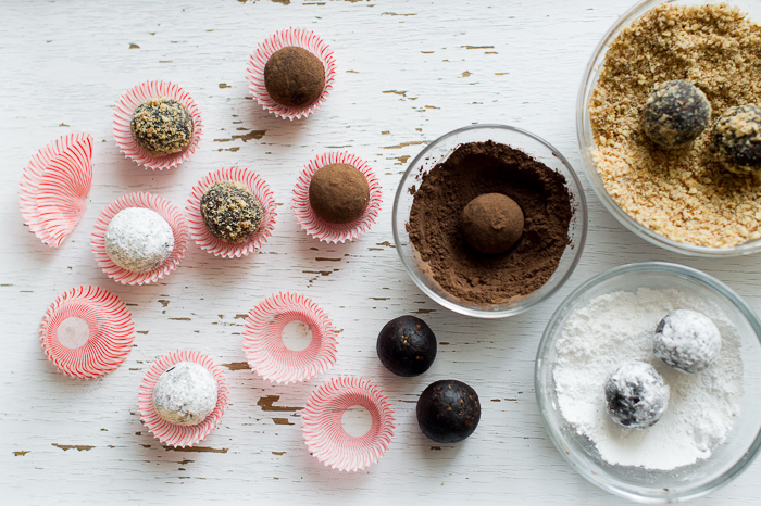 Chocolate Rum Balls Recipe or Chocolate Bourbon Balls in 3 different ways: perfect for holiday candy gifts! @whiteonrice On WhiteOnRiceCouple.com and @whiteonrice