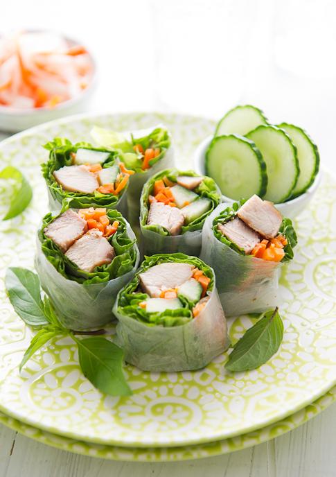 Healthy Garlic Chicken Spring Rolls from @whiteonrice on whiteonricecouple.com