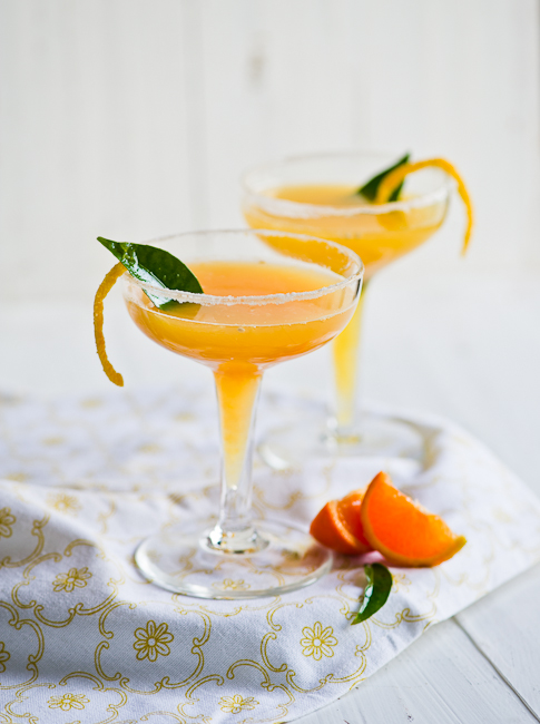 Seasonal Double Tangerine Cocktail Recipe with Fresh Tangerine Juice | @whiteonrice