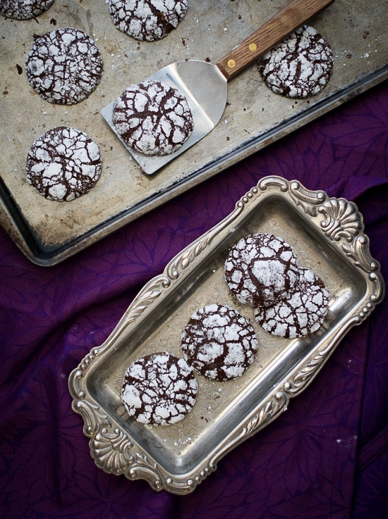 Ginger Molasses Dark Chocolate Crinkle Cookies on WhiteOnRiceCouple.com