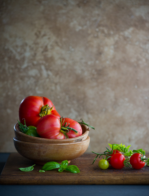 heirloom tomato salad recipe | WhiteOnRiceCouple.com