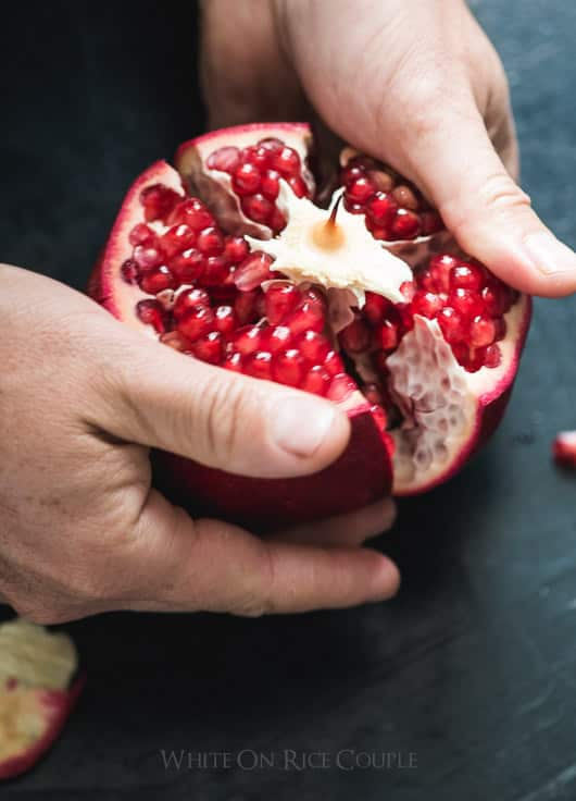 How to seed pomegranates or remove seeds from pomegranates without making a mess and removing seeds from pomegranate peel | @whiteonrice