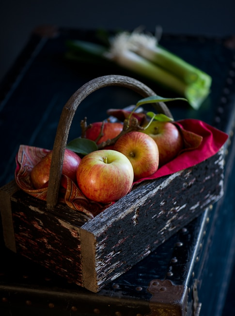 broiled leeks recipe and apples in a basket