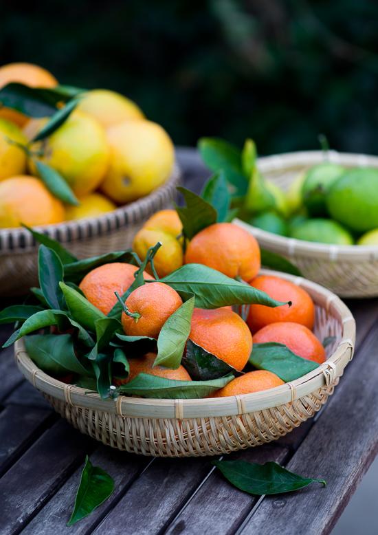 Baskets of fresh citrus fruit on WhiteOnRiceCouple.com