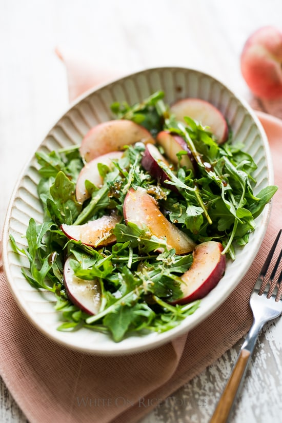 Peach and Arugula Salad Recipe with Honey Balsamic Vinaigrette | @whiteonrice