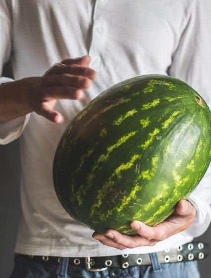 How to pick sweet watermelon in hands