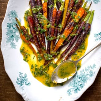 Spring Roasted Carrots w/ Mint Lemon Dressing | @WhiteOnRice