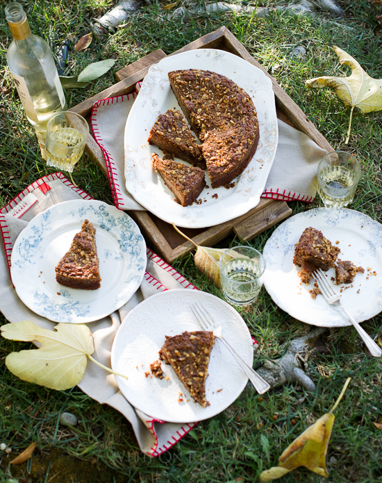 Spiced Apple Coffe Cake Recipe with awesome flavor and texture of apple season. @whiteonrice WhiteOnRiceCouple.com