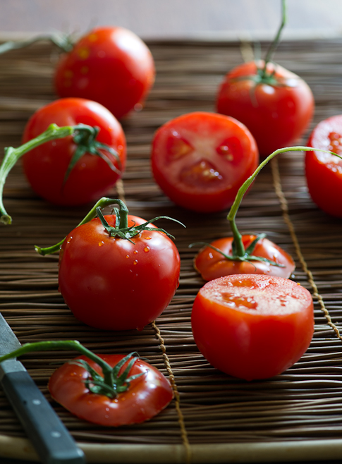 Vegetarian stuffed tomatoes with quinoa and tofu | @whiteonrice
