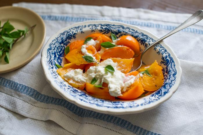 Healthy Summer Tomato Recipe from WhiteOnRIceCouple.com