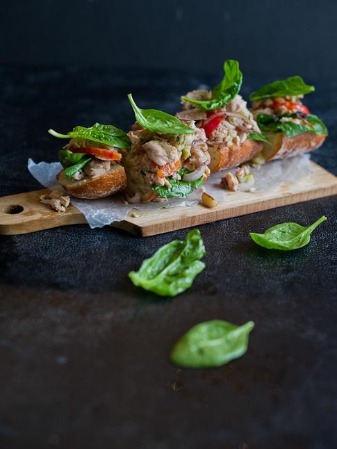 tuna spinach bruschetta recipe | WhiteOnRiceCouple.com