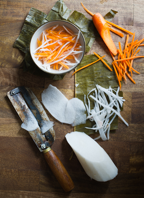 Vietnamese carrot daikon pickles for Vietnamese banh mi pickles | @whiteonrice